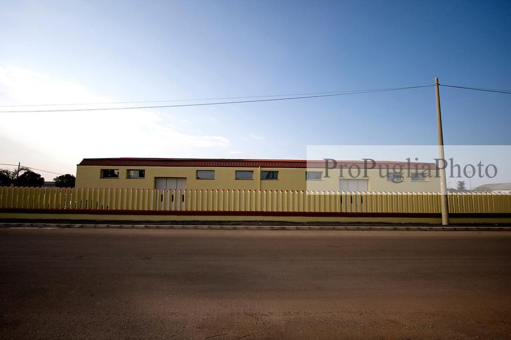 Variopinto capannone industriale situato nella zona industriale di Alessano (LE)