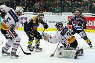 29.03.2011, Kloten, Eishockey NLA Playoff, Kloten-Flyers - SC Bern, Romano Lemm (m) und Simon Bodenmann (r, KLO) gegen Justin Krueger (l) und Marco Buehrer (BER)  (Thomas Oswald/hockeypics)