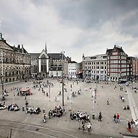 Nederland, Amsterdam , 19 juni 2012..Toeristen op de Dam. Tourist on the Dam square.