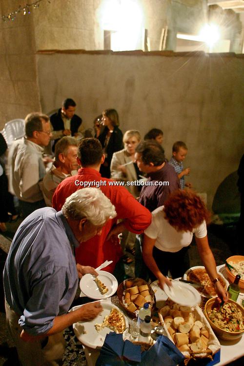 Fete des voisins 34 rue notre dame des anges   Marseille  France / VILLAGE PARTY  Marseille  France  / L0008529/ NEIGHBORHOOD  PARTY