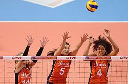 09-01-2016 TUR: European Olympic Qualification Tournament Rusland - Nederland, Ankara<br /> De strijd om Rio of Japan / Laura Dijkema #14, Robin de Kruijf #5, Celeste Plak #4