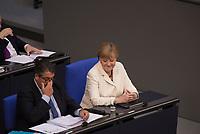 DEU, Deutschland, Germany, Berlin, 07.07.2016: Bundeswirtschaftsminister Sigmar Gabriel (SPD) und Bundeskanzlerin Dr. Angela Merkel (CDU) im Deutschen Bundestag.