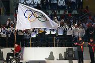 Die Olympische Fahne wird an den Papa von Vancouver uebergeben  © Thomas Oswald/EQ Images