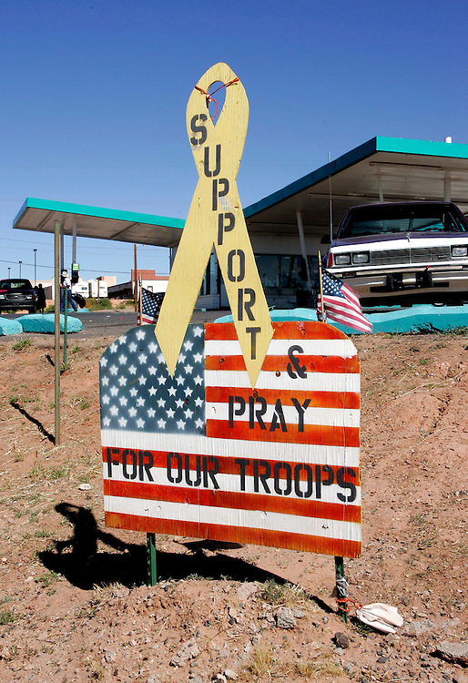 US-TUBA CITY: Support for American troops. PHOTO: GERRIT DE HEUS