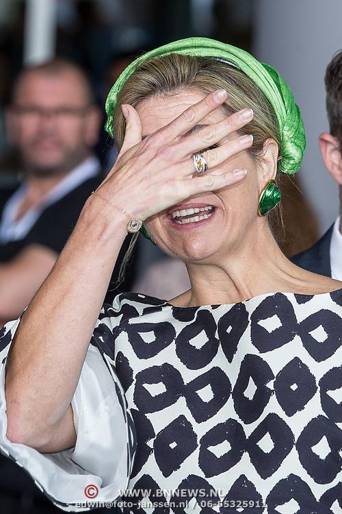 NLD/Amsterdam/20170626 - Maxima aanwezig bij het Congress of European Academy of Neurology, Koningin Maxima met handen voor haar ogen