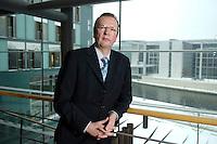 20 JAN 2006, BERLIN/GERMANY:<br /> Dr. Rainer Wend, MdB, SPD, Vorsitzender des Ausschusses fuer Wirtschaft und Arbeit des Deutschen Bundestages, an Jakob-Kaiser-Haus, Deutscher Bundestag <br /> IMAGE: 20060120-01-008