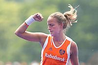 ARNHEM - Maartje Paumen scoort uit de strafcorner , donderdag tijdens de oefenwedstrijd tussen de vrouwen van Nederland en Zuid Afrika. COPYRIGHT KOEN SUYK