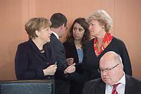 17 FEB 2016, BERLIN/GERMANY:<br /> Angela Merkel (L), CDU, Bundeskanzlerin, und Monika Gruetters (R), CDU, Kulturstaatsministerin im Bundeskanzleramt, im Gespraech, vor Beginn der Kabinettsitzung, Bundeskanzleramt<br /> IMAGE: 20160217-01-014<br /> KEYWORDS: Kabinett, Sitzung, Gespräch, Monika Grütters