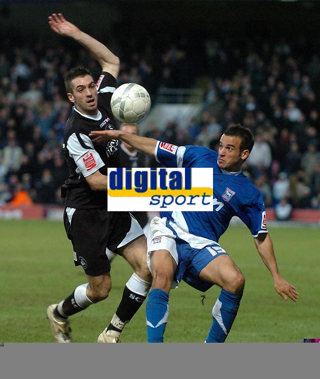Photo: Ashley Pickering.<br />Ipswich Town v Swansea City. The FA Cup. 27/01/2007.<br />Ipswich's Sito Castro (R) and Swansea's Tom Williams