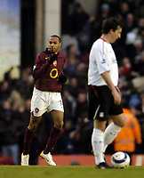 Photo: Olly Greenwood.<br />Arsenal v Liverpool. The Barclays Premiership. 12/03/2006. Arsenal's Thierry Henry celebrates scoring the winning goal while Liverpool's Robbie Fowler looks on