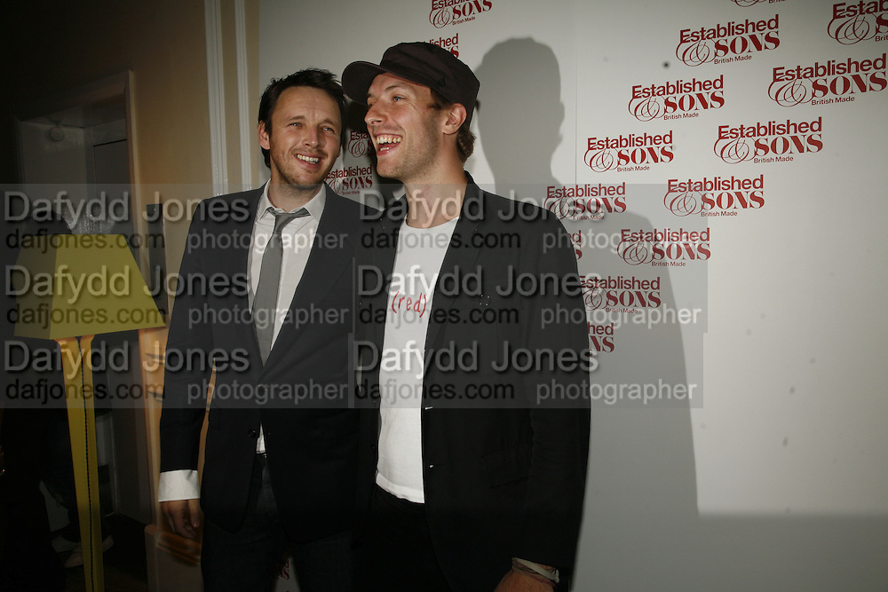 Alasdair Willis and Chris Martin, , Established and Sons celebrate the launch of a Red Production 'Aqua Table' by Zaha Hadid. ( Profits from Sales will go to Red Campaign HIV treatment in Africa) Grosvenor Place. London. 23 September 2006.  ONE TIME USE ONLY - DO NOT ARCHIVE  © Copyright Photograph by Dafydd Jones 66 Stockwell Park Rd. London SW9 0DA Tel 020 7733 0108 www.dafjones.com