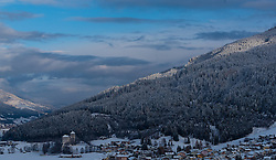 THEMENBILD - Blick auf die frisch verschneite Ortschaft bei Sonnenuntergang, aufgenommen am 08. November 2016, Kaprun, Österreich // View of the fresh snow-capped village in Kaprun, Austria on 2016/11/08. EXPA Pictures © 2016, PhotoCredit: EXPA/ JFK