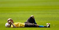 Photo: Richard Lane.<br />Arsenal Training Session. The Barclays Premiership. 11/05/2006.<br />Freddie Ljungberg takes a rest during training.