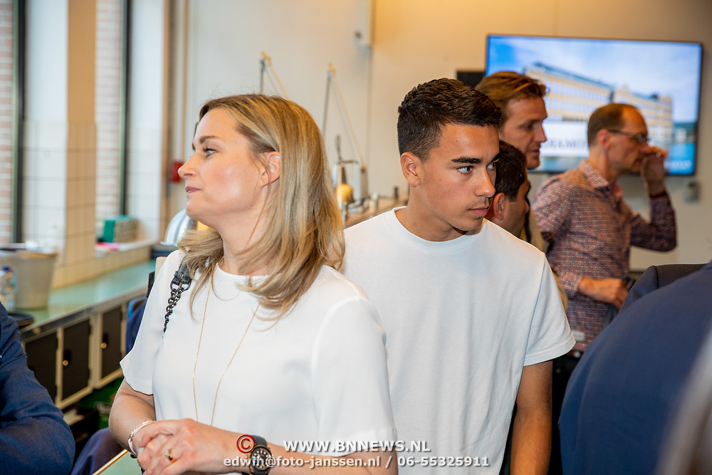 NLD/Amsterdam/201905229 - 10-jarig jubileum van Helden, Marieke Wolffers en oon van Bronckhorst