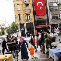 Istanbul, Turkey 06 July 2005<br /> Street scene in Sultanhamet neighborhood.<br /> Photo: Ezequiel Scagnetti