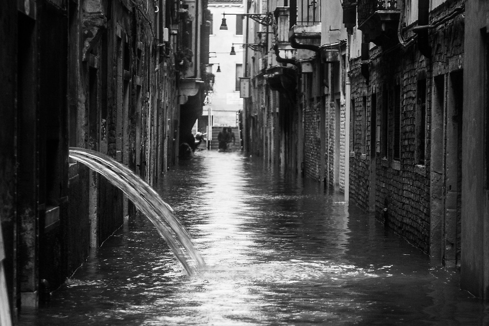 Venice, Italy. 29 October, 2018. Water is pumped out from a house in Castello district on October 29, 2018, in Venice, Italy. This is a selection of pictures of different areas of Venice that the press has not covered, were resident live and every year they have to struggle with the high tide. Due to the exceptional level of the 'acqua alta' or 'High Tide' that reached 156 cm today, Venetian schools and hospitals were closed by the authorities, and citizens were advised against leaving their homes. This level of High Tide has been reached in 1979. © Simone Padovani / Awakening / Alamy Live News