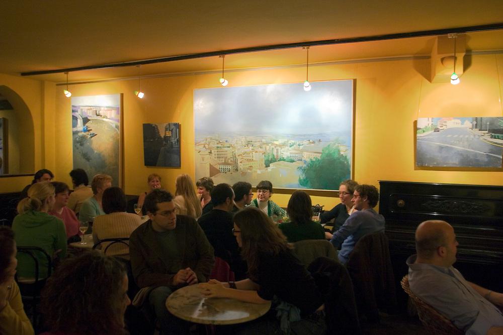 Atmosphere in a bar of Albayzin (Granada).<br /> <br /> Ambiente nocturno en un bar de Albayzín.