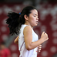 Elizabeth Liau (#32) of CHIJ St. Nicholas Girls' in action during the B Division girls' 1500m final. (Photo © Lim Yong Teck/Red Sports)