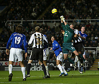 Photo: Andrew Unwin.<br />Newcastle United v Everton. The Barclays Premiership. 25/02/2006.<br />Everton's goalkeeper, Sander Westerveld, competes with Newcastle's Jean Alain Boumsong (#6) to punch the ball clear.