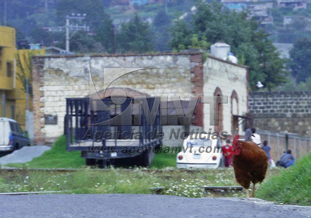 Huixquilucan, Méx.- Con aires campiranos y como si el tiempo no hubiera pasado en la vieja estacion del Ferrocarril en Dos Rios. Agencia MVT / Mario Vázquez de la Torre.