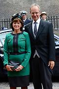 Prinsjesdag 2013 - Aankomst Parlementariërs bij de Ridderzaal op het Binnenhof.<br /> <br /> Op de foto:  Henk Kamp - Minister van Economische Zaken en partner