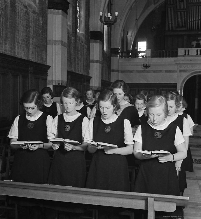 Girls from Roedean School, Brighton, England, 1935