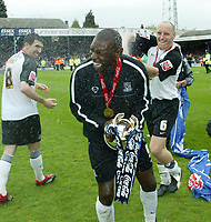 Photo: Chris Ratcliffe.<br />Southend United v Bristol City. Coca Cola League 1. 06/05/2006.<br />Shaun Goater of Southend Unitedis sprayed in champagen by Adam barrett at the end after his last professional game.