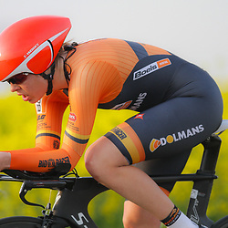 CYCLING 's-Heerenhoek: De eerste tijdrit voor vrouwen in het kader van de tijdritcompetitie werd verreden voorafgaand aan de omloop van Borsele. Romy Kasper