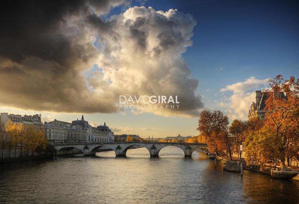 Picture of Beautiful clouds on an amazing afternoon of OCtober along la Seine and Pont Neuf, Paris, France<br /> <br /> Photo de magnifiques nuages lors d'une superbe après midi d'octobre le long de la Seine et du Pont Neuf, Paris, France