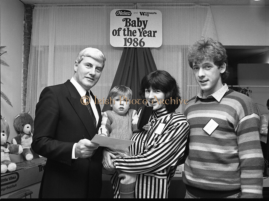 Heinz / Woman's Way, Baby of the Year..1986..21.11.1986..11.21.1986..21st November 1986..The 19th Annual 'Baby of the Year' awards ceremony took place at the Zoological Gardens,Dublin..Baby, Alan Smith from Co Meath was the overall winner.Amy Dempsey from Dublin and Brendan Gallagher from Waterford were placed 2nd and 3rd...Winner of the Ulster/Connacht regional award, Darren Costelloe,with his parents Margaret and Mark from Merlin Park,Galway accepting the award from Mr John Paul O'Reilly of Heinz.