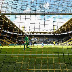 Das 1:0 für Hoffenheim durch Andrej Kramaric (TSG 1899 Hoffenheim, #27)aus Sicht der Hintertorkamera; 1. Fussball-Bundesliga; Borussia Dortmund - TSG Hoffenheim am 27.06.2020 im Signal-Iduna-Park in Dormund (Nordrhein-Westfalen). <br /> <br /> FOTO: BEAUTIFUL SPORTS/WUNDERL/POOL/PIX-Sportfotos<br /> <br /> DFL REGULATIONS PROHIBIT ANY USE OF PHOTOGRAPHS AS IMAGE SEQUENCES AND/OR QUASI-VIDEO. <br /> <br /> EDITORIAL USE OLNY.<br /> National and<br /> international NewsAgencies OUT.<br /> <br /> <br /> <br /> Foto © PIX-Sportfotos *** Foto ist honorarpflichtig! *** Auf Anfrage in hoeherer Qualitaet/Aufloesung. Belegexemplar erbeten. Veroeffentlichung ausschliesslich fuer journalistisch-publizistische Zwecke. For editorial use only. DFL regulations prohibit any use of photographs as image sequences and/or quasi-video.