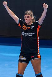 14-12-2018 FRA: Women European Handball Championships France - Netherlands, Paris<br /> Second semi final France - Netherlands / Angela Malestein #26 of Netherland/