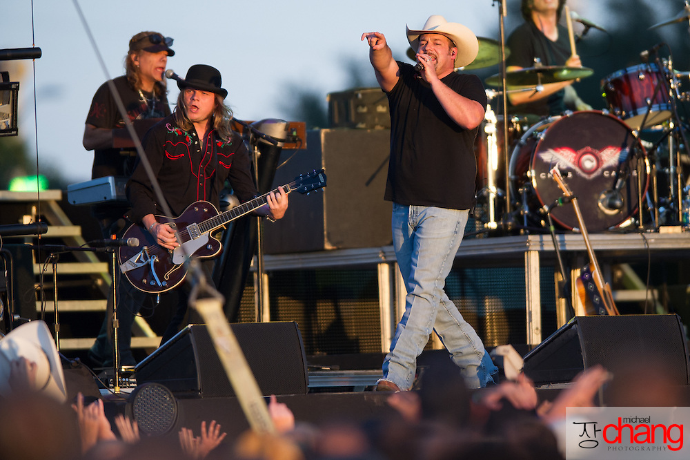 Chris Cagle performs at Bay Fest on Sunday, Oct. 7, 2012, in Mobile, Ala. (Bay Fest/ Michael Chang)