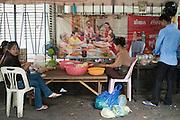 The staff of a street restaurante prepare food, in Phnom Penh, Cambodia. PHOTO TIAGO MIRANDA
