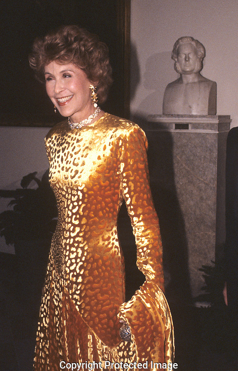 Betsy Bloomingdale arrives at a White House State Dinner for Prince Charles and Lady Diana ..Photograph by Dennis Brack bb 27