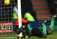 Fotball<br /> England 2004/2005<br /> Foto: SBI/Digitalsport<br /> NORWAY ONLY<br /> <br /> Leicester City v Crewe Alexandra<br /> Coca-Cola. 05/02/2005.<br /> <br /> Crewe's goalkeeper (Clayton Ince) dives to save Leicesters near goal.