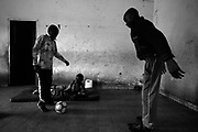 Patients who are conditioned with Polio ilness, in the care of the Association StandProud in Kinshasa, contradict their apparent difficulties playing  football games in  the courtyard of this organization.  The game rules are clear: there are no restrictions on the crutches, it is forbidden to defend with hands and there´s unlimited  number of players. The  Association StandProud in Kinshasa, is a center of reception and treatment of patients with polio, a disease caused by a virus that causes atrophy and paralysis of the limbs and can even be deadly. However, this is not a center like the others. Here the 92 patients, some with previous negative experiences - like begging on the streets -,  take care of  themselves without the need of aid. Each one has his rank, his work and its role in society as a traditional African village. But the aim is common: to give a hand to those who most need help and make them one more proud member of the village.