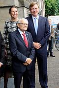 """Koning Willem-Alexander is in de Amsterdamse Westerkerk aanwezig bij de première van de concerttournee 'Er reed een trein naar Sobibor' <br /> <br /> King Willem-Alexander attends the premiere of the concert tour in Amsterdam Westerkerk """"There rode a train to Sobibor""""<br /> <br /> Op de foto / On the photo:  Koning Willem-Alexander en de 93-jarige Jules Schelvis, overlevende van vernietigingskamp Sobibor<br /> <br /> King Willem-Alexander and 93-year-old Jules Haddock, survivor of the Sobibor extermination camp"""