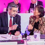 NLD/Amsterdam/20150512 - Aandeelhoudersvergadering (AVA) van Royal Philips 2016, Abhijit Bhattachararya in gesprek met Christine Poon