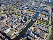 Nederland, Noord-Holland, Amsterdam; 17-04-2021; de wijk Overamstel met Duivendrechtsevaart. Industrieterreinen Amstel I, Omval en Weespertrekvaartbuurt.<br /> The Overamstel district with Duivendrechtsevaart. Industrial areas Amstel I, Omval and Weespertrekvaartbuurt.<br /> <br /> luchtfoto (toeslag op standard tarieven);<br /> aerial photo (additional fee required)<br /> copyright © 2021 foto/photo Siebe Swart