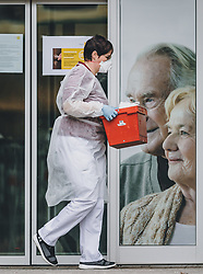 26.03.2020, Uttendorf, AUT, Coronaviruskrise, Österreich, im Bild Mitarbeiterin mit Schutzkleidung holt die abgestellte Post ab. Im Seniorenheim in Uttendorf ist eine Mitarbeiterin erkrankt. Alle Bewohner und Mitarbeiter werden nun auf SARS-CoV-2 getestet. Das Heim wurde unter Quarantäne gestellt // Employee with protective clothing. In the retirement home in Uttendorf one of the employees is sick. All residents and employees are now being tested for SARS-CoV-2. The home has been quarantined during the Coronavirus pandemic, Uttendorf, Austria on 2020/03/26. EXPA Pictures © 2020, PhotoCredit: EXPA/ JFK