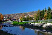 Promenada spacerowa wzdłuż brzegu potoku Grajcarek, Szczawnica.