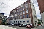 Nederland, Enschede, 2-7-2018 In het voormalige fabrieksgebouw van textielproducent van Heek zijn woningen, appartementen gebouwd. De historische bedrijfgebouwen zijn na de sluiting in de jaren tachtig blijven staan en als stadsvenieuwing voor wonen bestemd .  Foto: Flip Franssen