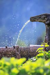 THEMENBILD - erfrischendes Wasser spritzt aus dem Zulaufrohr eines Brunnens auf einer Alm, aufgenommen am 4. Juni 2017 in der Neualm bei Schladming, Österreich // refreshing water splashes out of a pipe into a water trough near the Neualm on 2017/06/04, Schladming, Austria. EXPA Pictures © 2017, PhotoCredit: EXPA/ Martin Huber