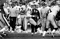 Oakland Raiders Bo Jackson runs against the San Francisco 49ers ...1988 photo/Ron Riesterer