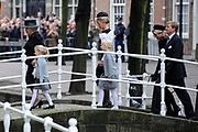 De koninklijke familie en tal van vrienden, bekenden en collega's van prins Friso zijn samengekomen in de Oude Kerk in Delft om de op 12 augustus overleden prins Friso te herdenken. <br /> <br /> The royal family and many friends, acquaintances and colleagues of Prince Friso are in the Old Church in Delft to commemorate the Prince who past away on August 12 2013.<br /> <br /> Op de foto / On the photo: Prinses Beatrix en Prinses Mabel en Zaria en Luana<br /> Koningin Maxima en koning Willem-Alexander / Princess Beatrix and Princess Mabel and Zaria and Luana<br /> Queen Maxima and King Willem-Alexander