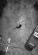 Vue plongeant sur un pompier 15 mètres en dessous