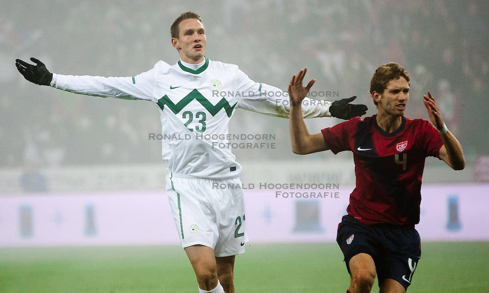 15-11-2011 VOETBAL: SLOVENIE - USA: LJUBLJANA<br /> Tim Matavz of Slovenia celebrates and angry Clarence Goodson of USA during friendly football match between National teams of USA and Slovenia<br /> ***NETHERLANDS ONLY***<br /> ©2011-FotoHoogendoorn/Vid Ponikvar