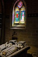 France, Morbihan (56), étape sur le chemin de Saint Jacques de Compostelle, village médiéval de Josselin, la basilique Notre-Dame-du-Roncier, le Mausolée d'Olivier de Clisson et sa femme // France, Morbihan (56), step on the way of Saint Jacques de Compostela, medieval village of Josselin, the Basilica of Notre-Dame-du-Roncier, the Mausoleum of Olivier de Clisson and his wife