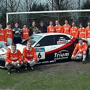 Sv Loosdrecht elftal met sponsor en racewagen